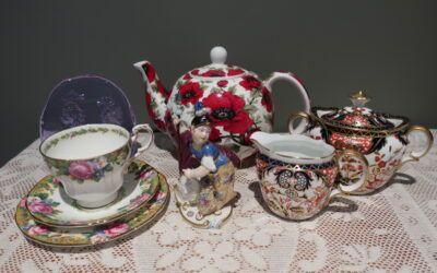 Sneak Peek For The Week – Royal Crown Derby, Antique Nymphenburg, Neodymium Glass, Stoke On Trent Teapot, Paragon Double Warrant Trio
